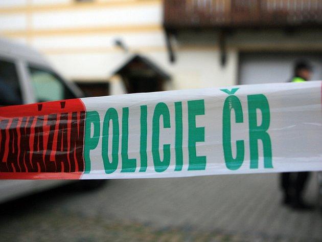 Vpodkroví činžovního domu na křižovatce ulic Mlýnská a Svatopluka Čecha ubodal vsobotu nad ránem dvanáctiletou dívku její otec. Policie jej obvinila zvraždy.