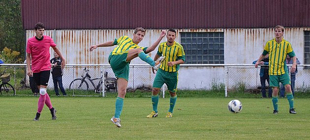 I. Atřída: Hejnice -FC Pěnčín 6:3 (4:0). Pěnčín - zelenožluté dresy.