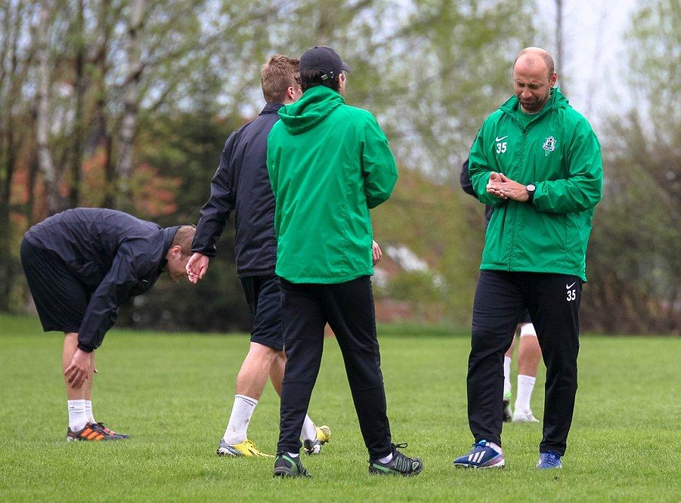 Hráči Baumitu absolvovali v pondělí trénink pod novou trenérskou dvojicí Pavlem Drskem a Romanem Skuhravým. Na snímku nové trenérské duo Pavel Drsek (vpravo) a Roman Skuhravý při pondělním tréninku.