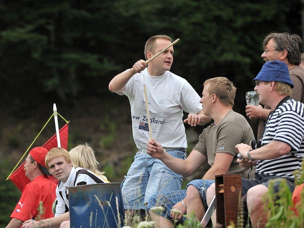 35. ročník fotbalového turnaje Štít Albrechtic. Na snímku fanoušci Albrechtic u Lanškrouna, kteří vydatně povzbuzovali své borce.