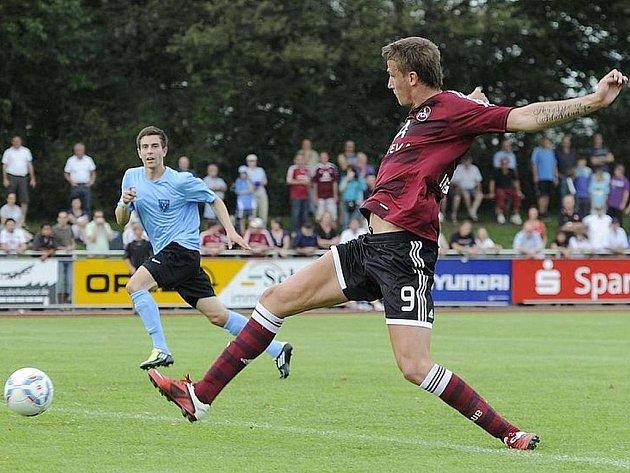 Tomáš Pekhart ve svém premiérovém zápase v dresu Norimberku.