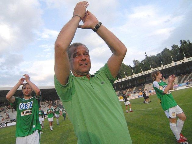 Smutek. Dojemné bylo loučení s jabloneckým trenérem Petrem Radou, který v Jablonci zanechal znatelný otisk.