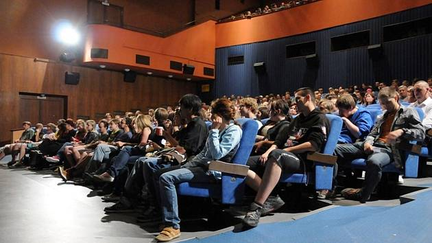 Zaplněné kino Radnice
