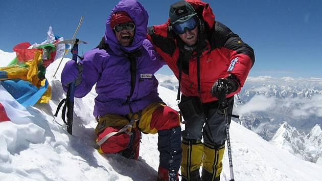 Olav Ulvund a Joska Nezerka na vrcholu Gasherbrum