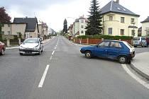 MÍSTO NEHODY. Na křižovatce ulic Dr. Randy a Riegrova se ve středu střetla Škoda Favorit s Peugeotem 206.