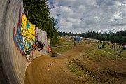 Kvalifikace závodu světové série horských kol ve fourcrossu, JBC 4X Revelations, proběhla 14. července v bikeparku v Jablonci nad Nisou. Finále se koná 15. července. Na snímku je Ben Jones.