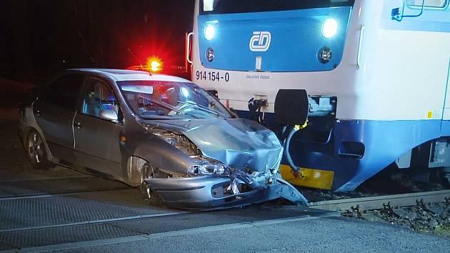 V Příšovicích se střetl osobní vlak s Fiatem.