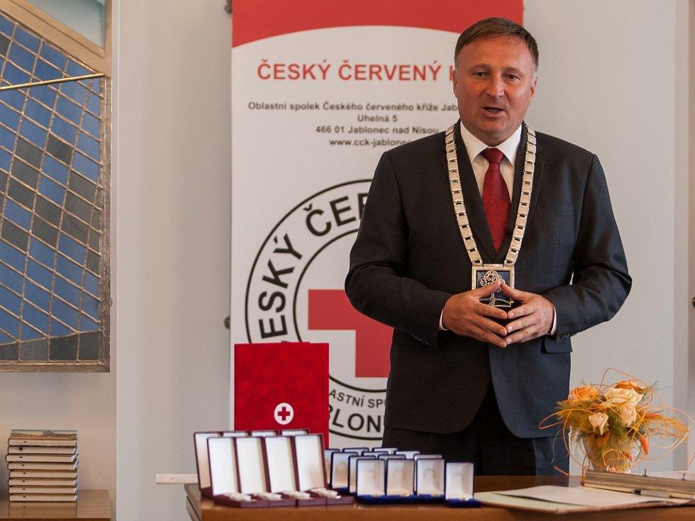Předávání Zlatých křížů a Zlatých medailí Dr. Janského na jablonecké radnici.