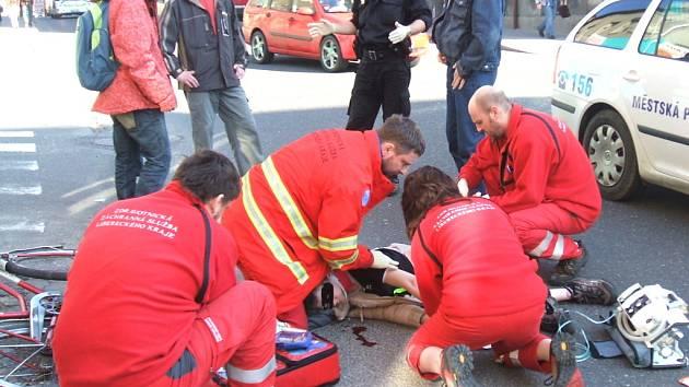V úterý 31. března došlo k dopravní nehodě v jablonecké křižovatce ulic Svatopluka Čecha a Podhorská. Cyklistka vyjeda z vedlejší ulice na hlavní, kde narazila do projíždějícího vozu Ford Mondeo. Zraněnou ženu ošetřovali na místě záchranáři.