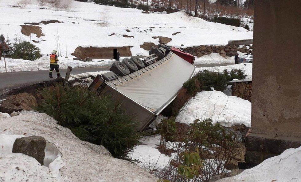 Nehoda kamionu v Janově n. N.