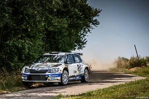 Nejprestižnější rally na území ČR se jede o víkendu ve Zlíně. V posádce Mareš - Hloušek je spolujezdec rodák z Jablonce.
