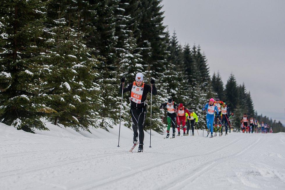Jizerská 50, závod v klasickém lyžování na 50 kilometrů zařazený do seriálu dálkových běhů Ski Classics, proběhl 18. února 2018 již po jedenapadesáté. Na snímku vlevo je Martin Matzner.