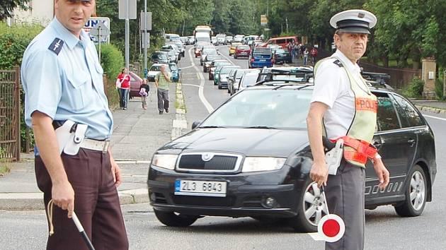 Polští policisté společně s jabloneckými řídili dopravu při fotbalovém mistrovství Evropy hráčů do devatenácti let u jablonecké Chance areny