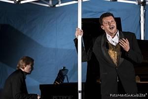 V Josefově dole se konal klavírní koncert našeho předního klavíristy Ivo Kahánka a operního pěvce Dušana Růžičky.