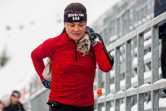 Extrémní zimní závod Winter Spartan Sprint proběhl 20. ledna ve Sportovním areálu Ještěd v Liberci. Na snímku je Zuzana Kocumová, vítězka elitní kategorie žen.