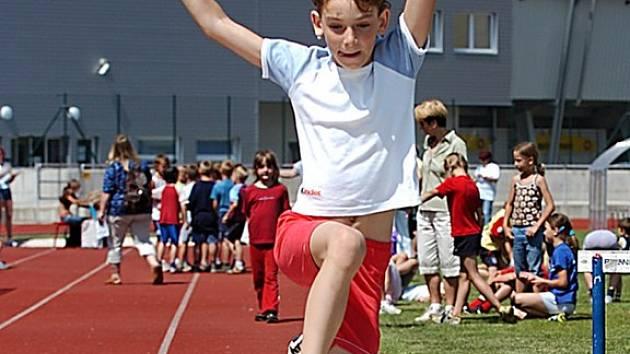 Miša Galuszková z Desné zvítězila v Trojboji všestrannosti v kategorii žákyň druhých tříd.