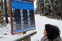 Informační tabule u Památníku obětem expedice Peru 1970