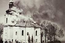 NIČIVÝ POŽÁR. Při devastujícím požáru v roce 1967 vzal za své i interiér kostela. Letos dále pokročili s jeho opravami.