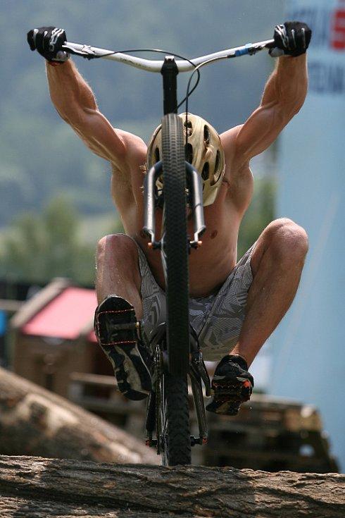 Trialový Dressler camp opět obsadil na šest dní autokemp v Tanvaldské kotlině.