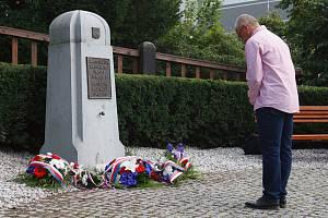 Kladení věnců ke vzpomínce na 21. srpen v Jablonci nad Nisou.
