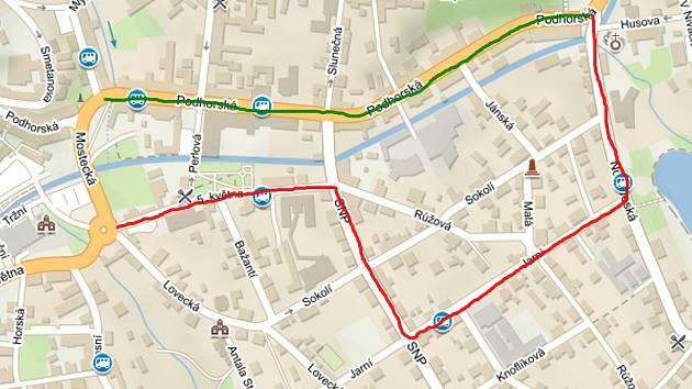 Zelená barva - uzavřená část ulice Podhorské a tedy silnice I/14. Červená barva - objízdná trasa od centra Jablonce na Tanvald.