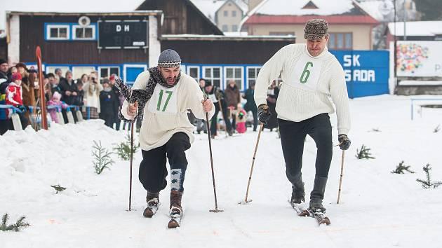 Osmý ročník lyžařského závodu v dobových kostýmech, Zásadská pralyže, proběhl 27. ledna v areálu Fotbalového klubu Zásada.