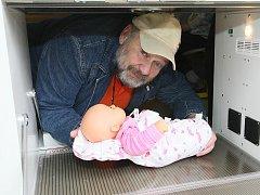 BABYBOX – SCHRÁNKA NA ODLOŽENÉ DĚTI. 1. června v jablonecké nemocnici slavnostně uvedl Ludvík Hess do provozu babybox v .