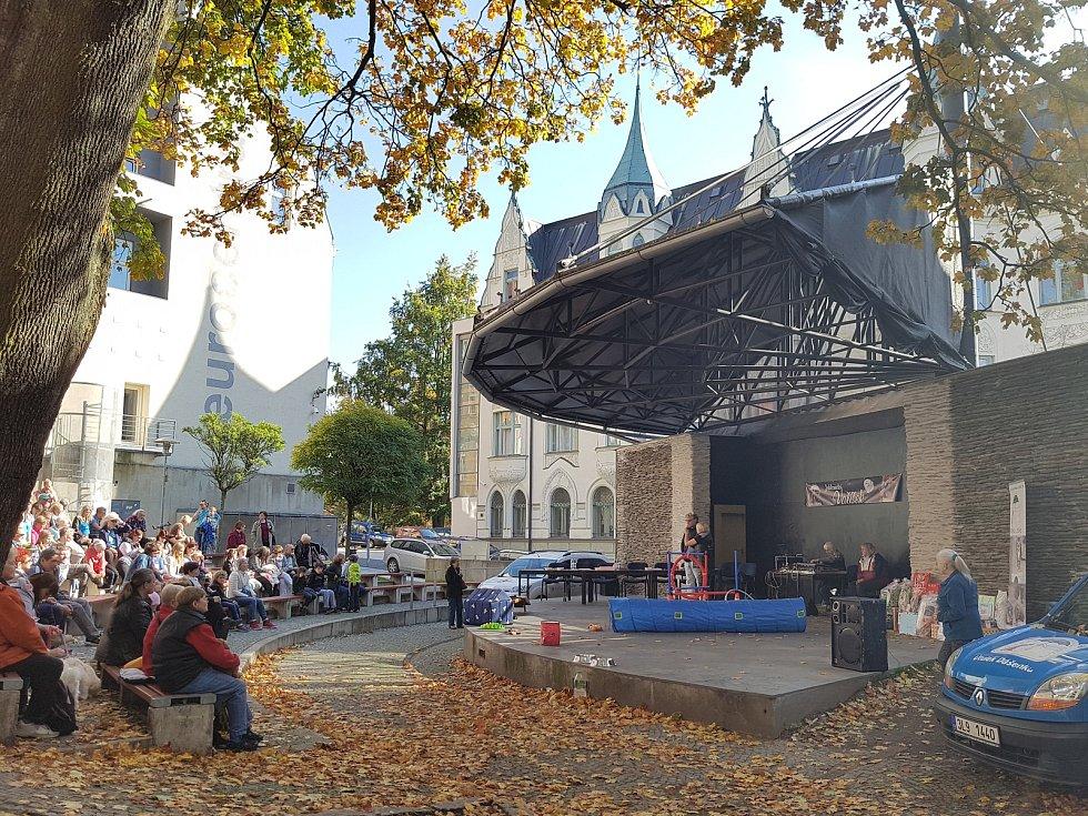 K tradičním podzimním akcím patří soutěž Jablonecký voříšek, kterou pořádá útulek Dášenka v Lučanech. 19. ročník se konal na Letní scéně jabloneckého Eurocentra.