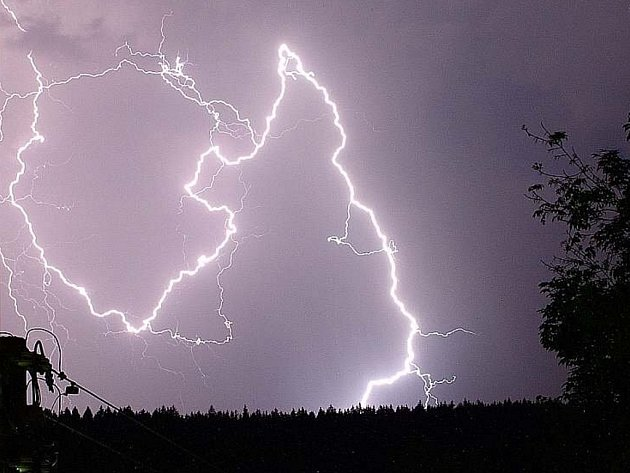 Bouřka s blesky na Jablonecku.