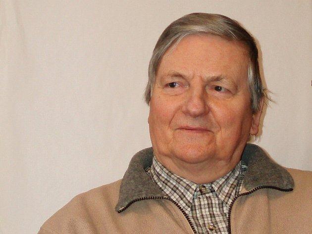 Zdeněk Joukl je aktivním seniorem, který již skoro čtyřicet let žije vDesné vJizerských horách.