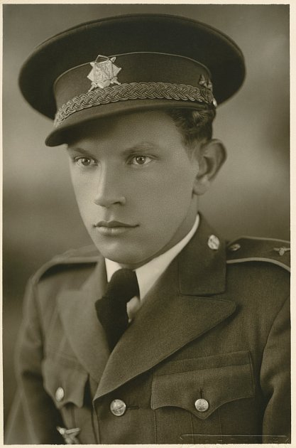 Plukovník Františka Truhláře, lomnický rodák a čestný občan města, válečný hrdina, československý letec, střelec a stíhač britské RAF