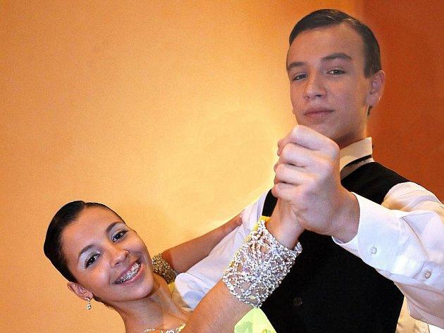 V pořadí již dvanáctý ročník taneční soutěže párů ve standardních a latinskoamerických tancích O cenu studia TOPDANCE se uskutečnil v neděli v sále jablonecké Střelnice. Na snímku Karolína Burešová a Jan Mašinda.