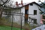 Oheň byl příčinou smrti obyvatele tanvaldského rodinného domu v Horské ulici. Podle vyšetřovatele se mu zřejmě při zatápění udělalo špatně, opřel se o dvířka kotle. Jeho žena, co byla v domě, je v péči lékařů, nadýchala se kouře.