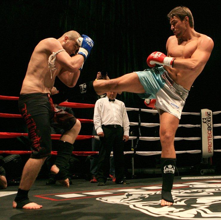 Night of Warriors v Liberci. Petr Kareš z Jablonce a Daniel Dörrer (vlevo).
