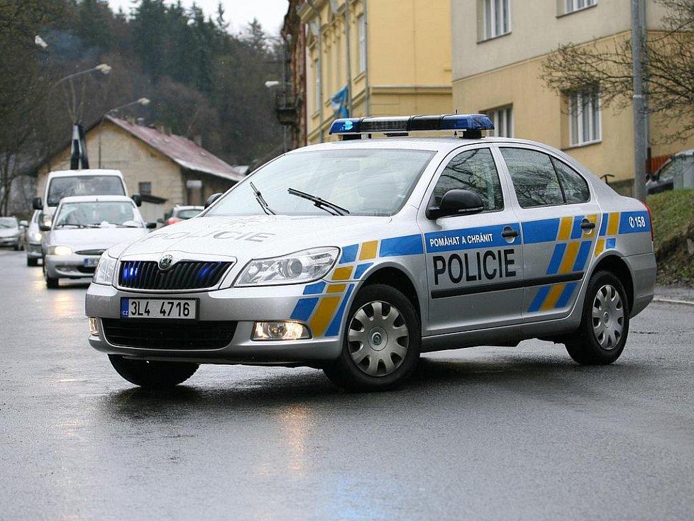 Policisté na Pražské ulici.