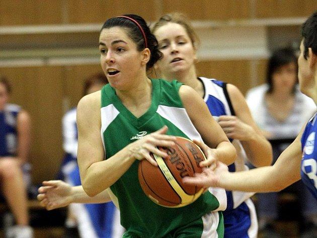 V hale jablonecké bižuterie hrály basketbal ženy Bižuterie Jablonec proti silnému soupeři DSK Karlín Praha