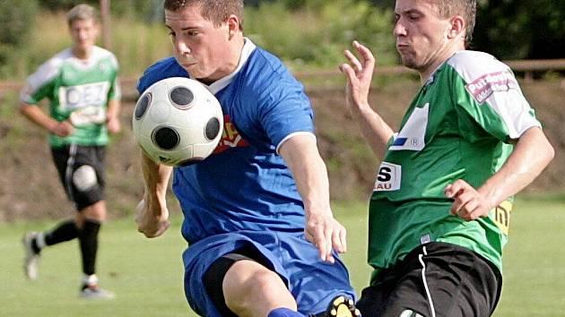 Rezerva FK BAUMIT Jablonec ve středu porazila Turnov 3:1. Na snímku autor třetí branky David Norek (vpravo).