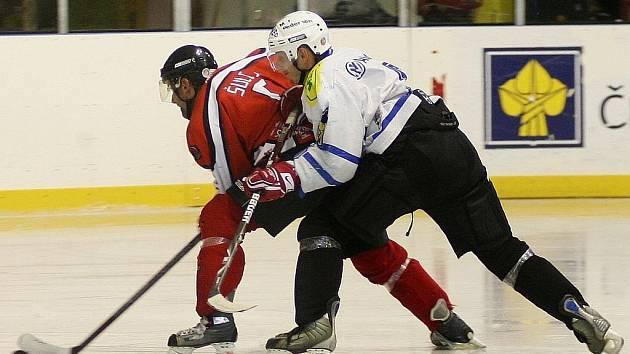 Na domácím ledě přestříleli jablonecké Vlky divokým skóre 8:6.