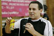 Harcov sportfest 2010. Své dovednosti v Harcově předvedl také několikanásobný rekordman ve fotbalových dovednostech Jan Skorkovský.