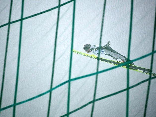 Skoky na lyžích. Ilustrační snímek.