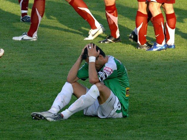 Ani fanoušci nepomohli jabloneckým hráčům v cestě za vítězstvím. Kapitánem smutného mužstva se stal Miroslav Baranek.
