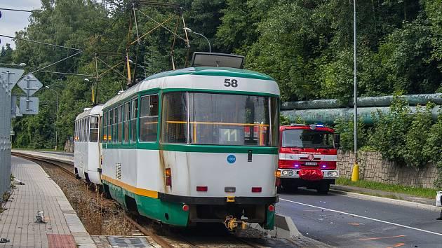 Tramvajová trať mezi Libercem a Jabloncem nad Nisou.
