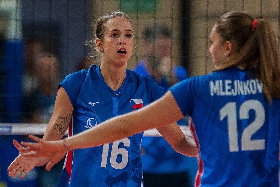 Kvalifikační utkání o postup na volejbalové mistrovství Evropy 2019 žen mezi reprezentačním výběrem České republiky a Estonska se odehrálo 22. srpna v Jablonci nad Nisou. Na snímku vlevo je Helena Havelková.