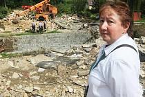 Měsíc měla koupený dům v Chrastavě u řeky Jeřice a s lesem za zády paní Zavadilová, ve kterém chtěla strávit podzim života. Dům musel být v pondělí 16. sprna zbourán, když jej staticky narušila povodňová vlna.