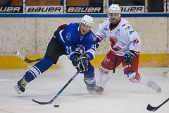 Druhý zápas Semifinále play off 2. ligy ledního hokeje skupiny Střed + Západ se odehrál 27. března na zimním stadionu v Jablonci nad Nisou. Utkaly se týmy HC Vlci Jablonec nad Nisou a SKLH Žďár nad Sázavou. Na snímku vlevo je Jiří Babec.