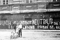 Podobné nápisy se objevily například i ve Velkých Hamrech, Držkově nebo Jablonci. Lidé se tím snažili vyjádřit nesouhlas s okupací republiky vojsky Varšavské smlouvy.