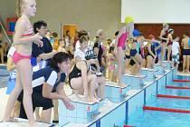 Tak to vypadalo na okresním kole v plavání školních družstev.