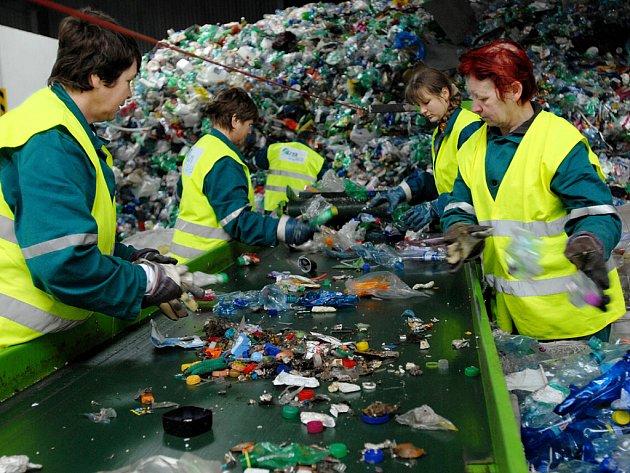 Třídění odpadu - PET lahve. Ilustrační snímek.