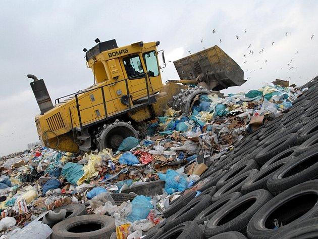 Třídění odpadu - skládka. Ilustrační snímek.