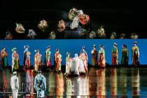 V titulních rolích vystoupí sehraná dvojice, která zářila i v minulém přenosu Manon Lescaut, lotyšská sopranistka a jedna z předních současných představitelek Madamy Butterfly Kristine Opolais a francouzský tenorista Roberto Alagna.